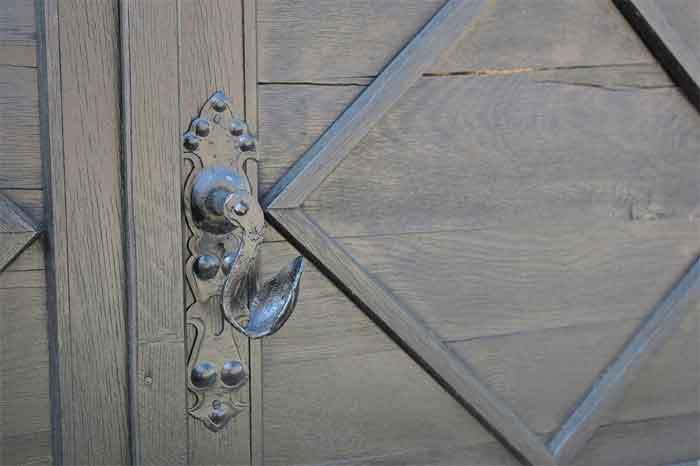 loud-door-knob