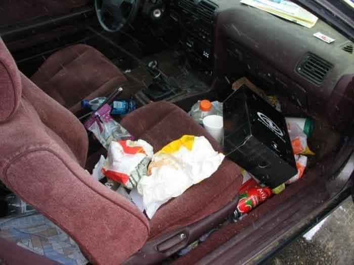messy-car