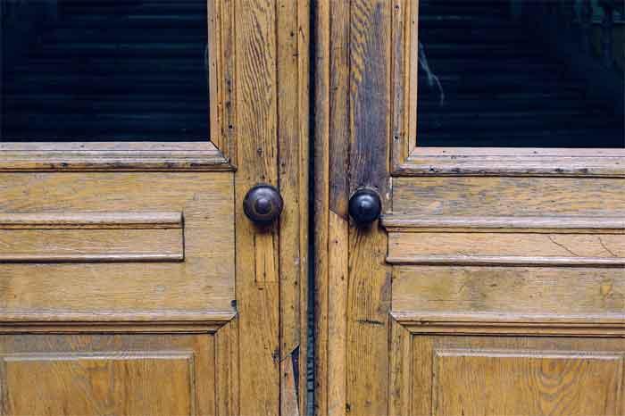 noisy-door-knobs
