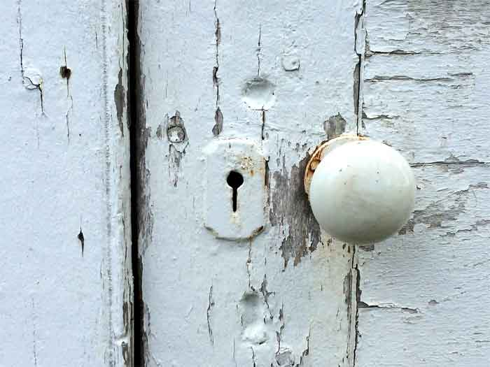squeaky-door-knob