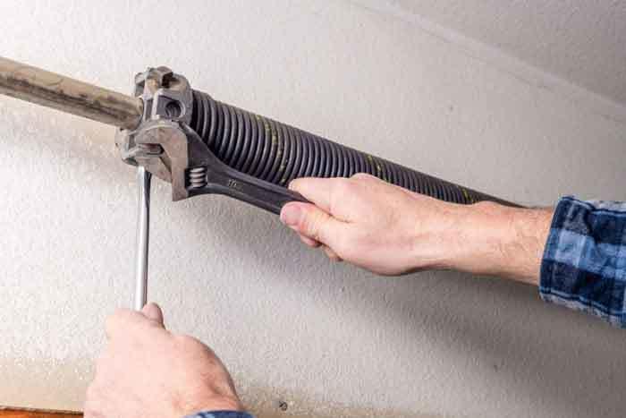 fixing-noisy-garage-doors