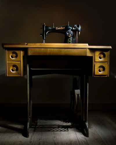 sewing-machine-on-flat-table